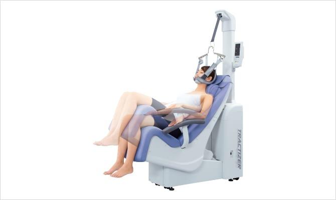 チルティング機構により、治療部位に応じた角度で牽引